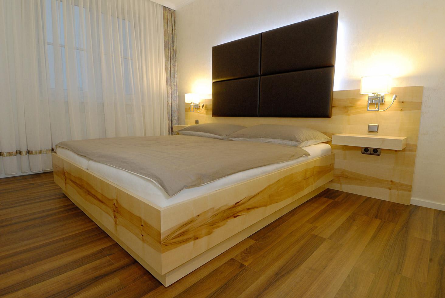 echtholz-schlafzimmer-gross